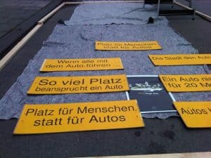 Platzverbrauch parkende Autos